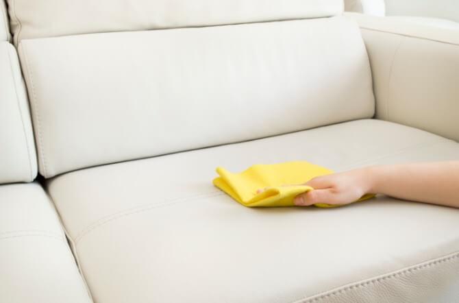 Бумажные салфетки для промокания мочи с дивана