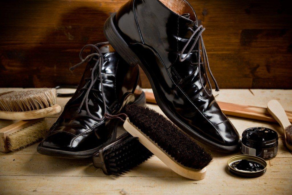 Как правильно носить лаковую обувь?