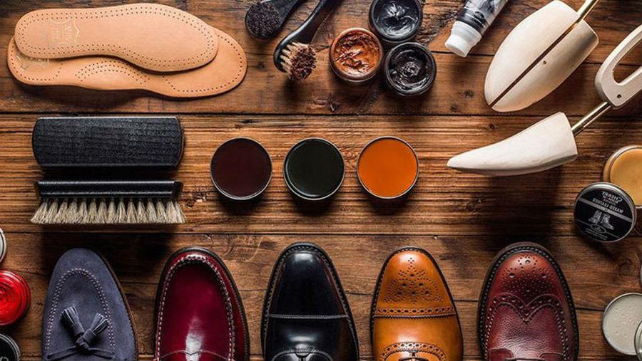 Средства, которые помогут сделать кожаную обувь менее грубой